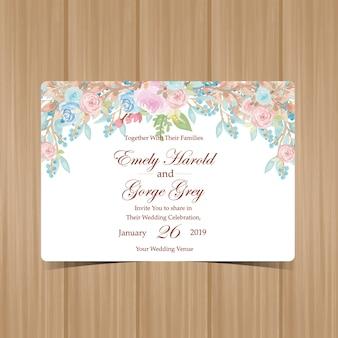 Blumenhochzeits-einladung mit schönen blauen und rosa rosen