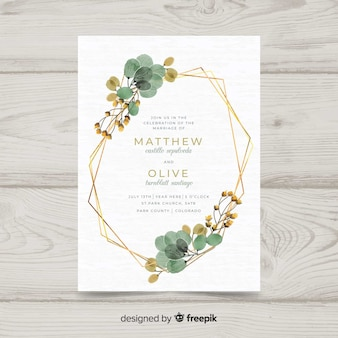 Blumenhochzeitseinladungsschablone mit elegantem goldenem rahmen