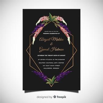 Blumenhochzeitskartenschablone mit goldenem rahmen