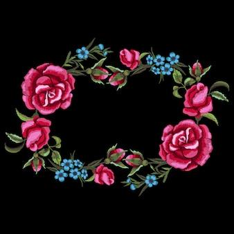 Blumenkranz mit roten rosen und blauen blumenstickerei.