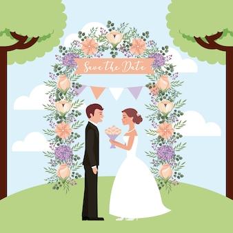 Braut mit blumenstrauß und bräutigam in den bogenblumen