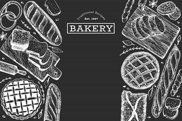 Brot und gebäck hintergrund. gezeichnete illustration der vektorbäckerei hand auf kreidebrett.