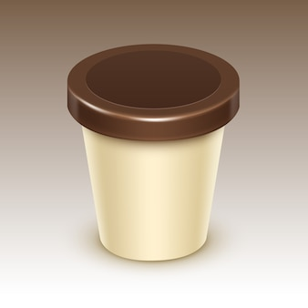 Brown cream blank food kunststoff wanne eimer behälter für vanille-schokoladen-paket design mock up close up isoliert auf hintergrund