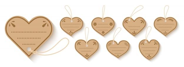 Brown papier preis geschenkbox tag mit schnur flach gesetzt. herz formt handwerk valentinstag verkauf shopping-etiketten mit seil. isolierte papprohlinge vintage verzierte rahmenschablone