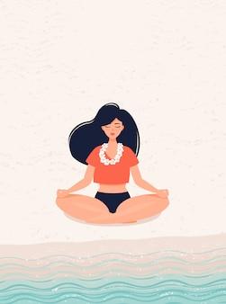 Brünette mädchen, die yoga in lotus-pose am meer praktiziert