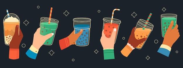 Bubble teetassen in händen. süßer boba-tee, hand, die bubble-teetasse hält, populäres taiwanesisches getränk. hände halten bubble tea set. trinken sie bubble tea, getränkeeis in der hand