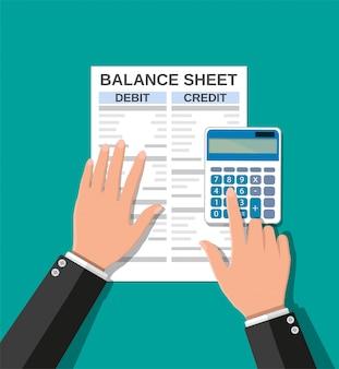 Buchhalter prüft geldguthaben