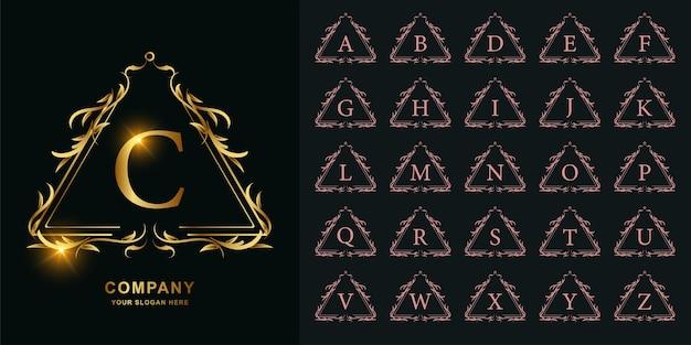Buchstabe c oder sammlungsinitialalphabet mit goldener logoschablone des luxusornamentblumenrahmens.