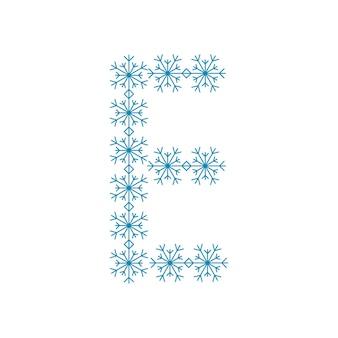 Buchstabe e von schneeflocken. festliche schrift oder dekoration für neujahr und weihnachten