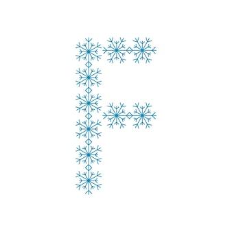 Buchstabe f von schneeflocken. festliche schrift oder dekoration für neujahr und weihnachten