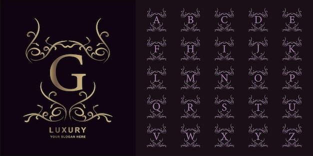 Buchstabe g oder sammlungsanfangsalphabet mit goldener logoschablone des luxuriösen ornamentblumenrahmens.