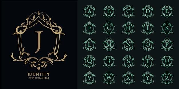 Buchstabe j oder sammlungsinitialalphabet mit goldener logo-schablone des luxusornamentblumenrahmens.