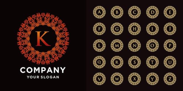 Buchstabe k oder sammlungsanfangsalphabet mit goldener logoschablone des blumenrahmens der luxusverzierung.
