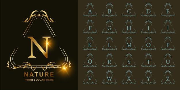 Buchstabe n oder sammlungsanfangsalphabet mit goldener logoschablone des luxuriösen ornamentblumenrahmens.