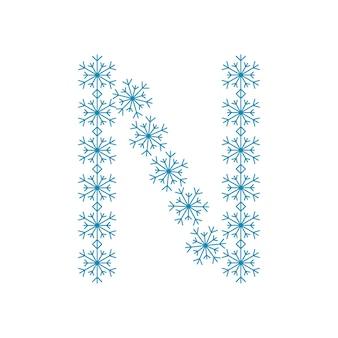 Buchstabe n von schneeflocken. festliche schrift oder dekoration für neujahr und weihnachten