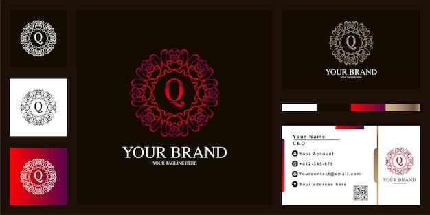 Buchstabe q luxus ornament blumenrahmen logo template design mit visitenkarte.