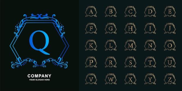 Buchstabe q oder sammlungsinitialalphabet mit goldener logoschablone des blumenrahmens der luxusverzierung.
