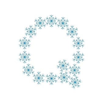 Buchstabe q von schneeflocken. festliche schrift oder dekoration für neujahr und weihnachten