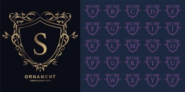 Buchstabe s oder sammlungsinitialalphabet mit goldener logo-schablone des luxusornamentblumenrahmens.