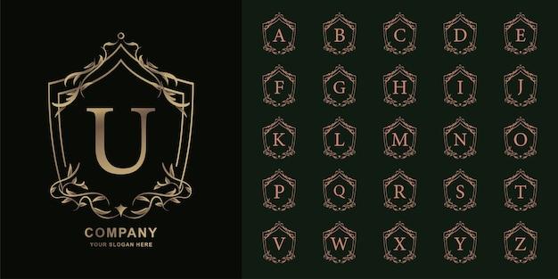 Buchstabe u oder sammlungsinitialalphabet mit goldener logo-schablone des luxusornamentblumenrahmens.