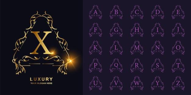 Buchstabe x oder sammlungsanfangsalphabet mit goldener logoschablone des luxuriösen ornamentblumenrahmens.