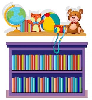 Bücherregal und spielwaren auf weißem hintergrund