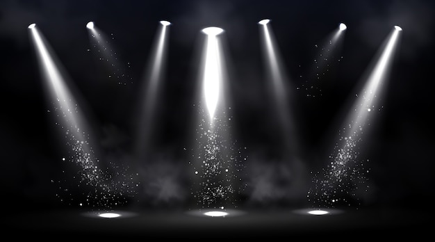 Bühne von scheinwerfern beleuchtet. leere szene mit lichtfleck auf dem boden.