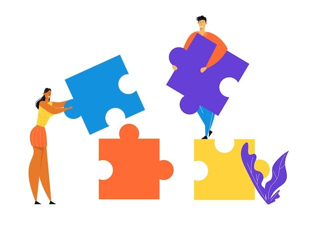 Büroangestellte arbeiten zusammen und richten riesige, farbenfrohe, getrennte puzzleteile ein