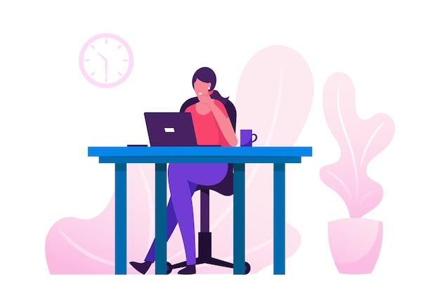 Büroangestellte beschäftigte geschäftsfrau oder freiberuflerin, die am laptop arbeitet, der am tisch sitzt, der an aufgabe denkt. karikatur flache illustration