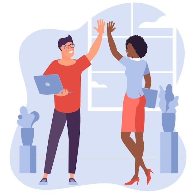 Büroangestellte, junger mann und frau geben sich gegenseitig high five
