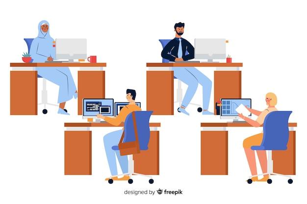 Büroangestellte sitzen an ihren arbeitsplätzen