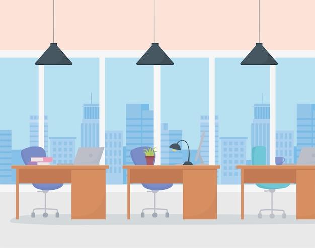 Büroarbeitsplatz innenschreibtische lampen stühle bücher und große fenster.