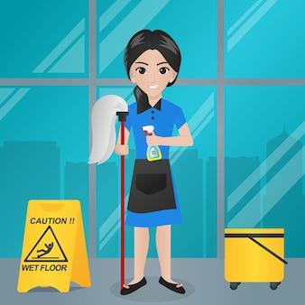 Büromädchen, das mopp und spray / sprüher hält