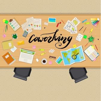 Bürotisch mit geschäftssachen, draufsicht. konzept von coworking oder startup. unternehmenskonzept. flaches design, vektorillustration
