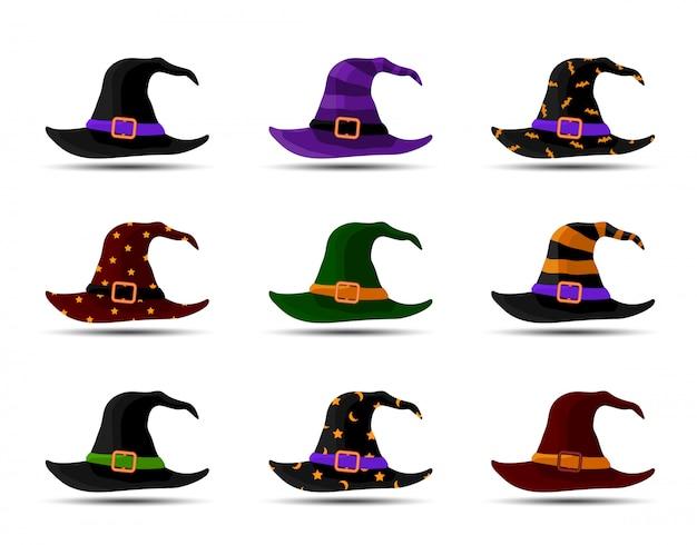 Bunte hexen- und zaubererhüte mit gürtel. halloweenkostüm. satz vektorillustration im flachen stil.