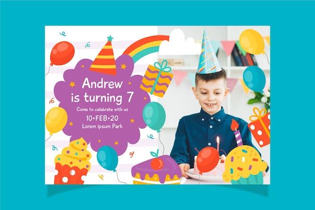 Bunte kindergeburtstagseinladungsschablone mit foto