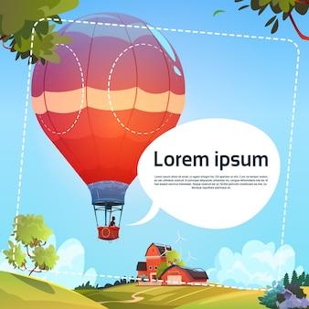 Bunte luftballone, die in himmel über sommer-landschaft fliegen