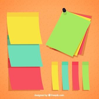 Bunte papiernotizen für nachrichten