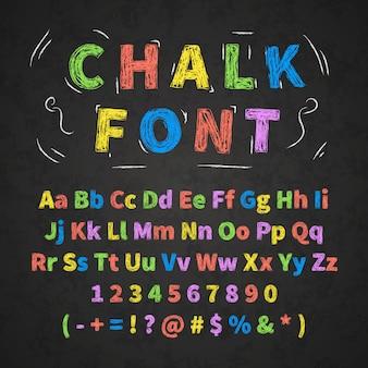 Bunte retro handgezeichnete alphabetbuchstabenzeichnung mit kreide auf schwarzer tafel