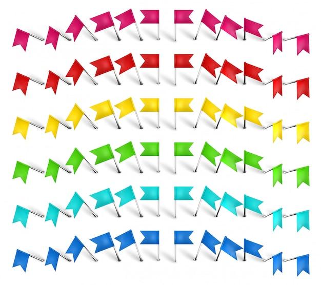 Bunte stecknadel, stiftfahne und reißzwecke. farbpositionsmarkierungsstift, rote fahnen und realistische stifte gesetzt. schreibwaren. plastikpapiere und nähzubehör. sammlung nadeln illustration