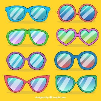 Bunte und moderne sonnenbrillen-kollektion