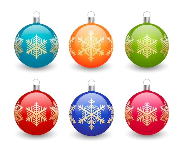 Bunte weihnachtskugeln auf weißem hintergrund mit goldenen schneeflocken. elemente des weihnachtsdesigns.