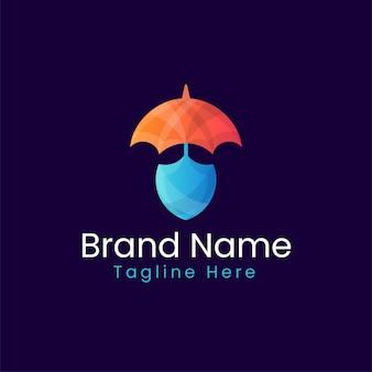 Buntes logo des sicherheitsschildkonzept-farbverlaufs - regenschirm mit schilddesign