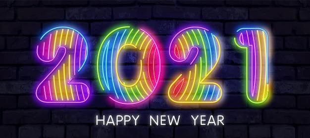 Buntes neon 2021 frohes neues jahr neon banner. realistische helle neon-plakatwand auf backsteinmauer. Premium Vektoren