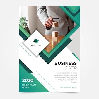 Business-flyer-vorlage für unternehmen mit kreativen inhalten
