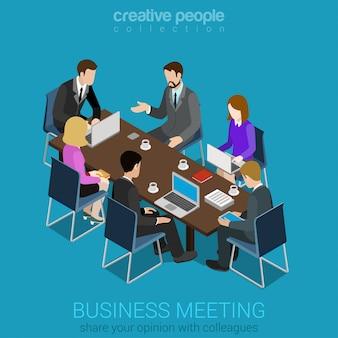 Business meeting team collaboration-konzept geschäftsleute am tisch, die mit laptop-tablet arbeiten, sprechen flach isometrisch.