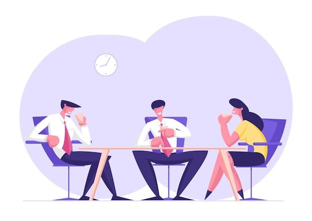 Business people team von entspannten männlichen und weiblichen charakteren, die im amt sitzen