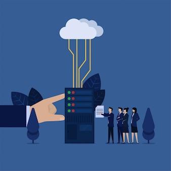 Business-team legte datei im rechenzentrum mit cloud-metapher des cloud-speichers verbunden.