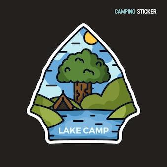 Camping-abenteuer-aufkleber-design. reisen sie handgezeichnetes emblem. l