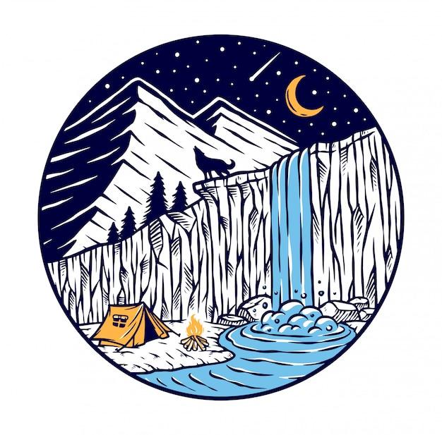 Camping in der nähe eines wasserfalls